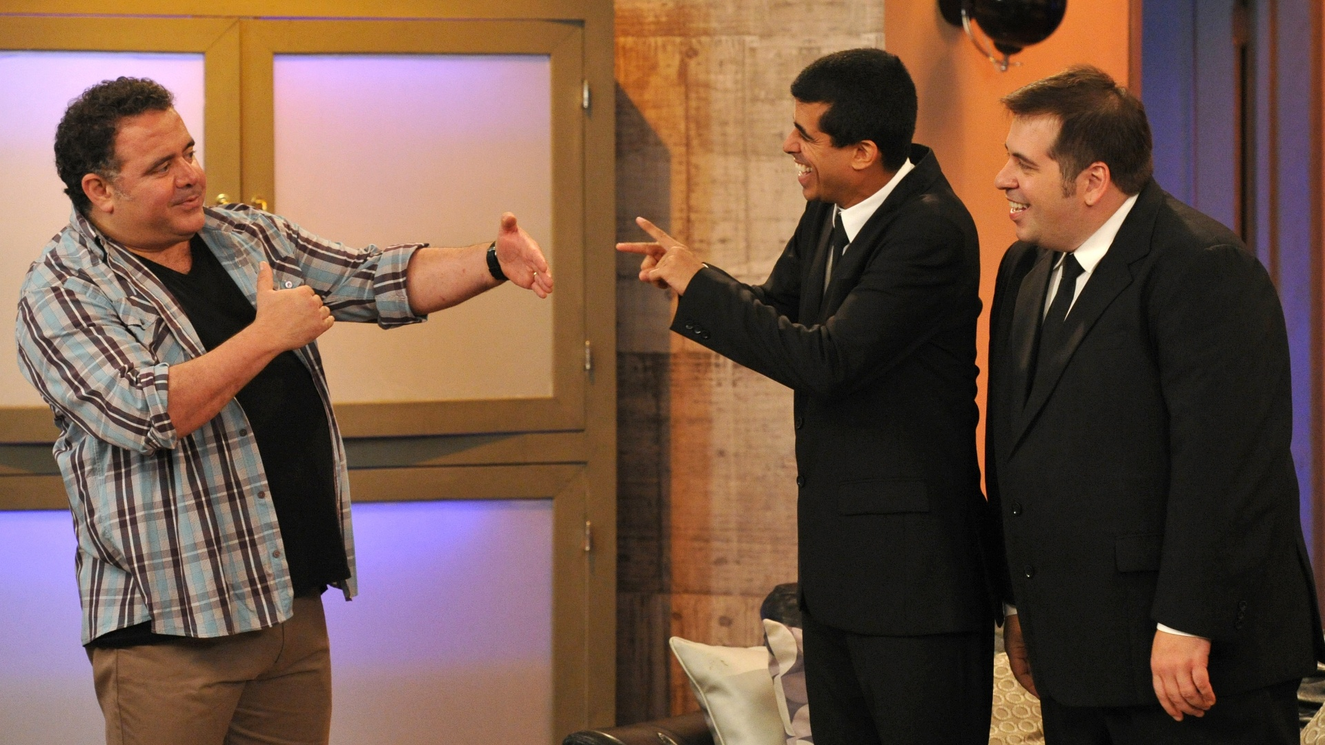 Da esquerda para a direita, Léo Jaime, Marcius Melhem e Leandro Hassum em cena de