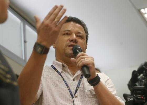 Ex-goleiro Ronaldo fala na apresentação de Marcelinho Carioca como o embaixador do centenario do Corinthians (8/1/2010)