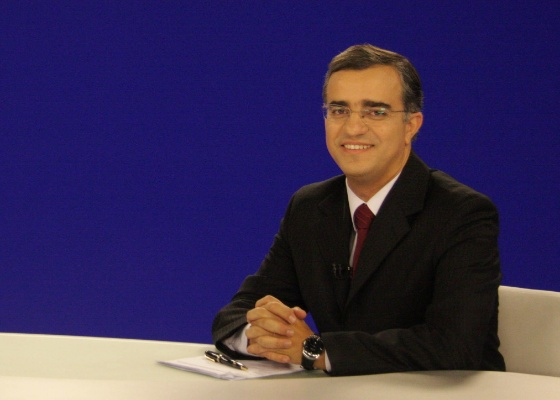 """O programa """"Tema Quente"""", do jornalista Kennedy Alencar, vai dividir a faixa das 18h com o """"Rede TV! Esporte"""""""