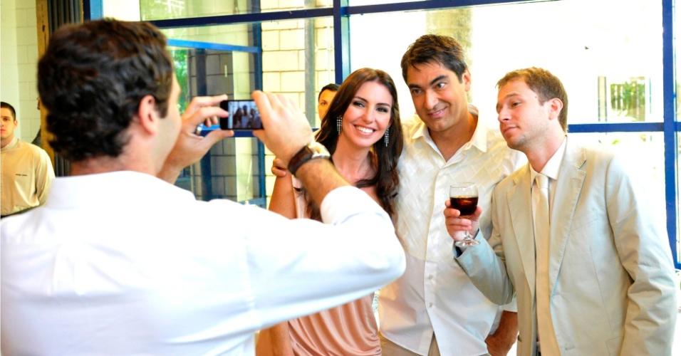 O comentarista Caio Ribeiro registrou o encontro de Glenda Kozlowski com Zeca Camargo e Tiago Leifert nos bastidores da gravação da campanha de fim de ano da Rede Globo (nov/2011)