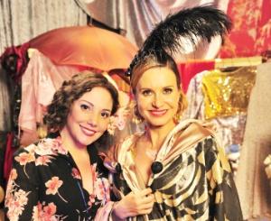 Heloísa Perissé e Paula Burlamaqui nos bastidores da minissérie
