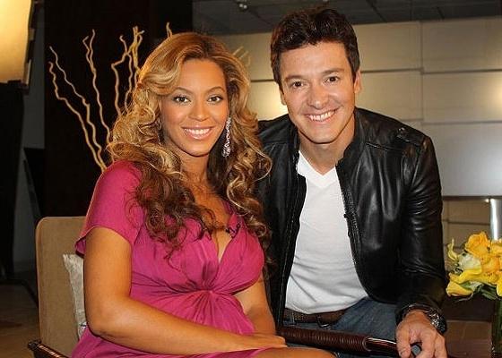 Rodrigo Faro entrevista a cantora Beyoncé para especial de fim de ano da Record