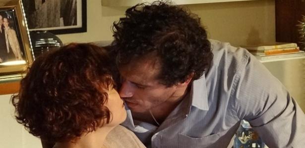 """Em """"Fina Estampa"""", clima esquenta e Guaracy quase beija Esther (3/12/11)"""