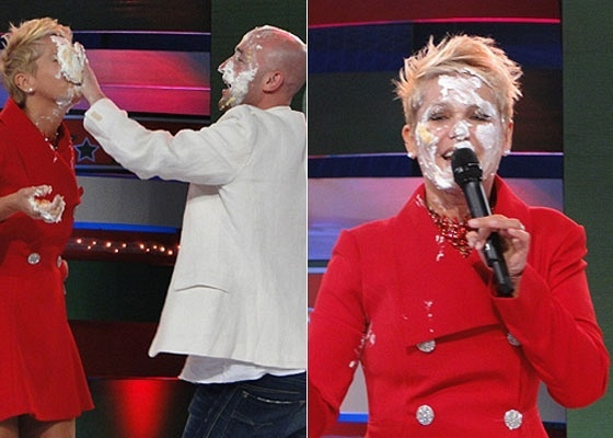 Paulo Gustavo joga torta na cara de Xuxa durante gravação do
