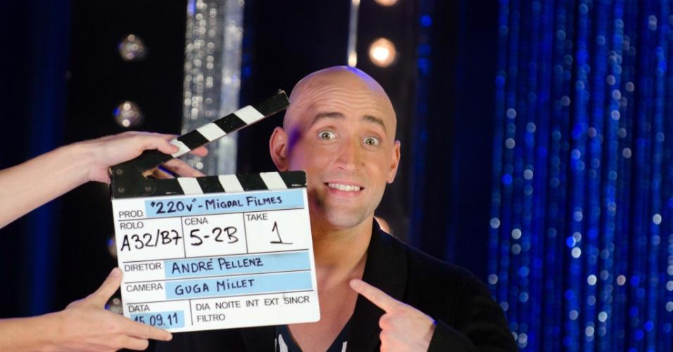 Foto de divulgação do programa 220 Volts, do humorista Paulo Gustavo (2011)