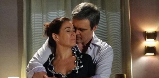 """Em """"Fina Estampa"""", Renê e Griselda têm primeira noite de amor (16/12/11)"""