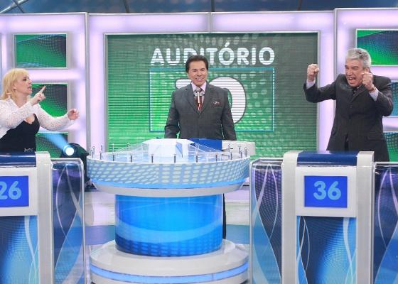 "Silvio Santos recebe Flor e Décio Piccinini no ""Jogo das 3 Pistas"" (18/12/11)"