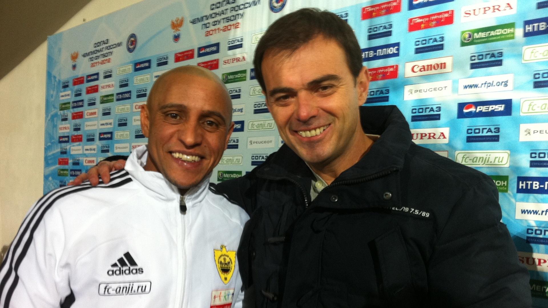 Tino Marcos entrevista o jogador de futebol Roberto Carlos na Rússia (16/12/11)