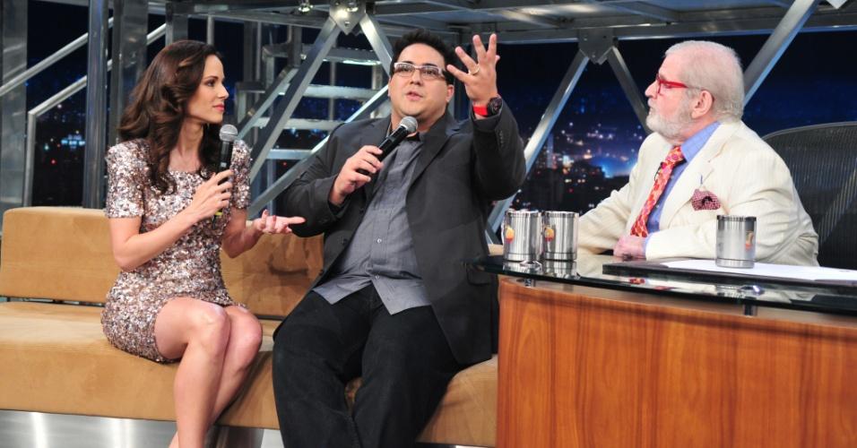 Da esquerda para a direita, Ana Furtado, André Marques e Jô Soares durante gravação do