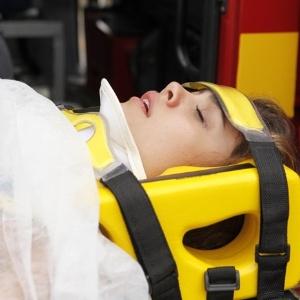 gApós armação de T.Cristina, Amália sofre um grave acidente de carro