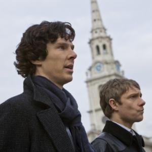 """Benedict Cumberbatch e Martin Freeman em cena de """"Sherlock"""""""