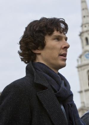 """Benedict Cumberbatch em cena da série inglesa """"Sherlock"""""""