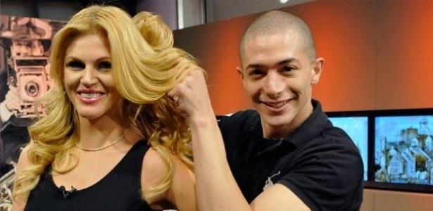 """Na companhia do seu cabeleireiro Duda Martins, Val Marchiori foi a protagonista de """"Mulheres Ricas"""""""