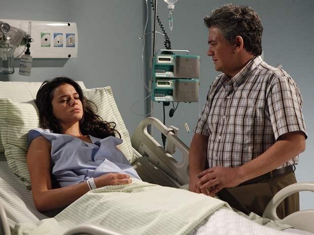 """Bruna Marquezine e Sandro Christopher em cena de """"Aquele Beijo"""" (31/1/12)"""