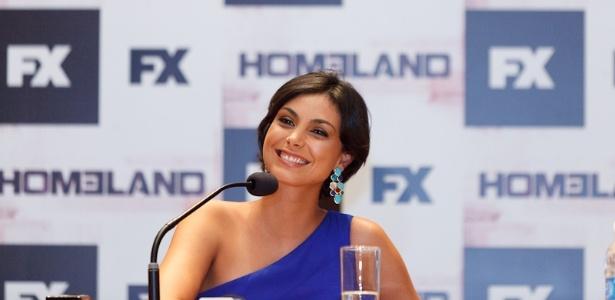 """Morena Baccarin dá entrevista sobre série """"Homeland"""", em São Paulo (29/2/12)"""