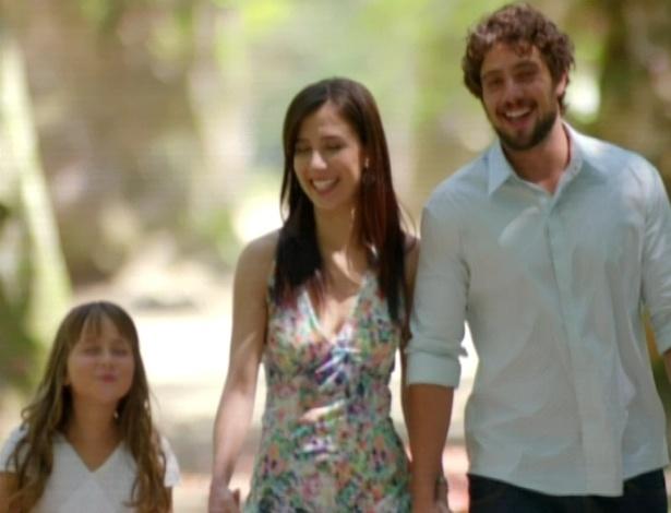 A novela termina com Lucio, Ana, Julia, Manu e Rodrigo passeando junto no parque