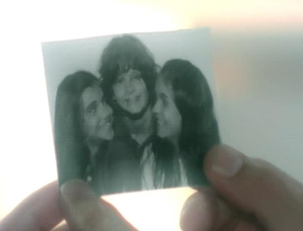 Enquanto escreve a carta para Ana, Rodrigo lembra da infância dos três