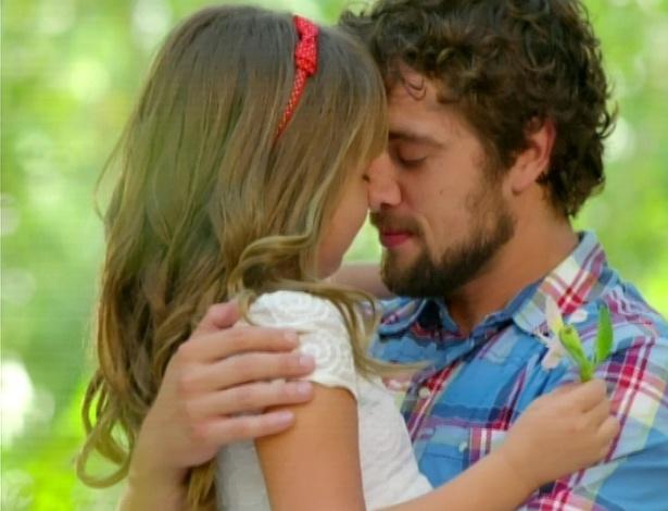 Julia e Rodrigo no parque