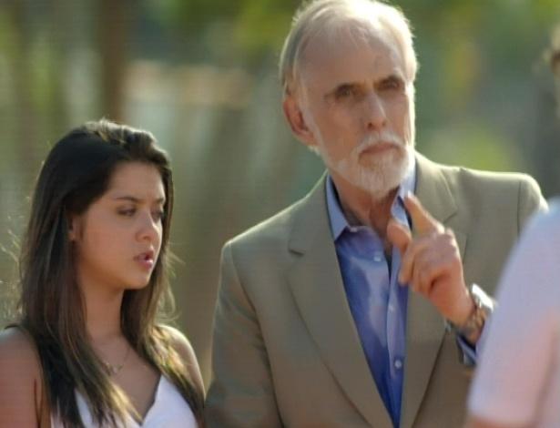 Mariano procura Vitória e pede para que ela volte a treinar Cecília