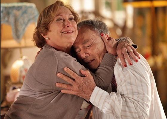 Nicette Bruno e Stênio Garcia em cena de A Vida da Gente (2011)