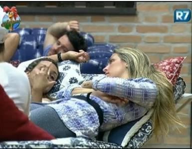 Renata Banhara fala sobre jogador Raí para Joana Machado