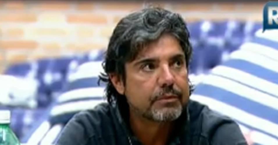 João Kléber revela plano de fazer lipoaspiração (30/7/2011)