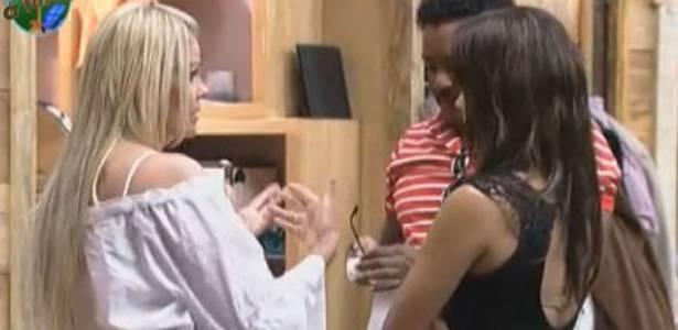 Monique Evans fala que vai votar em Joana Machado (07/08/11)