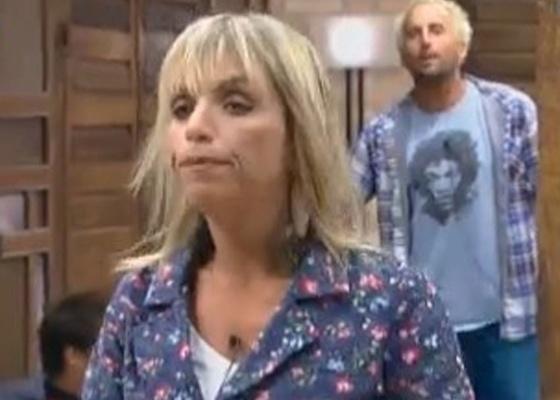 Anna disse que se contasse para Joana o que Gui falou dela, o paraquedista corria risco de vida; ele respondeu chamando a atriz de derrotada