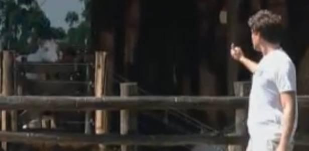 Thiago se desculpa com as cabras (27/8/11)