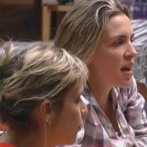Anna e Joana estão desconfiadas de Dinei e Thiago (26/08/11)