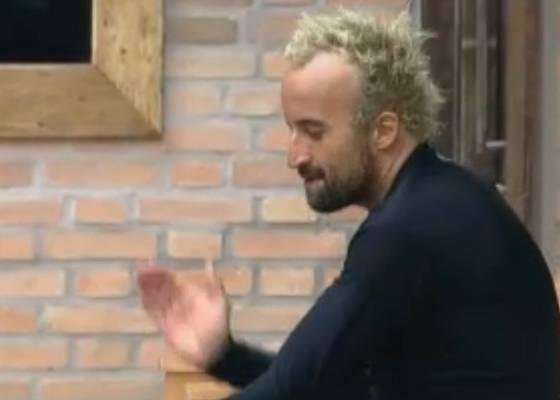 Gui Pádua conta para os peões como venceu a prova (31/8/11)