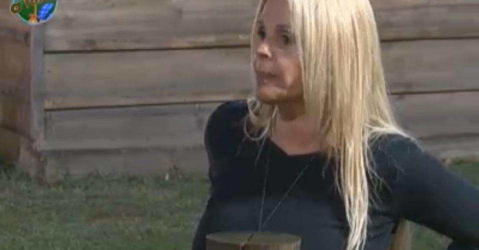 Monique reclama da falta de segurança para cuidar dos cavalos (31/8/11)