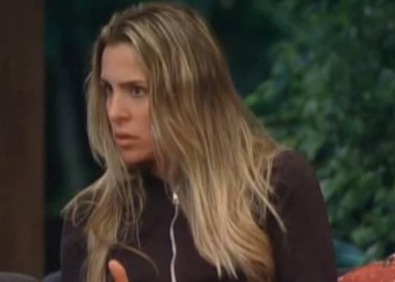 Joana Machado mostra preocupação com a saúde de Monique Evans (03/9/11)