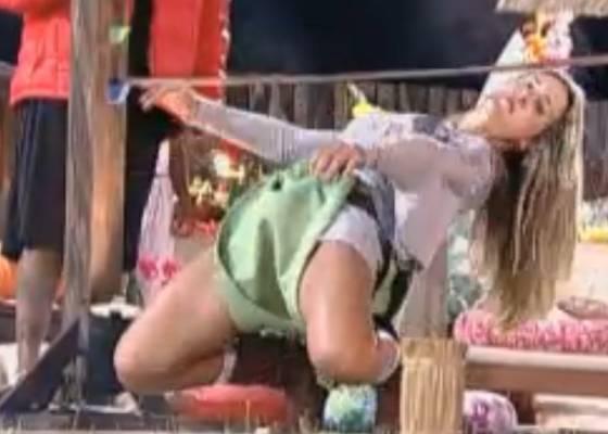 Joana Machado tenta passar na dança da cordinha (05/09/2011)