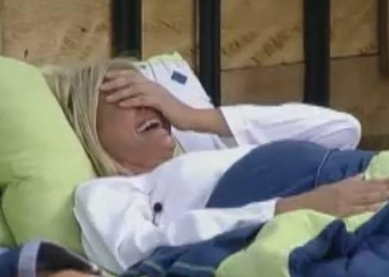 Monique se diverte com história de Raquel (05/9/11)