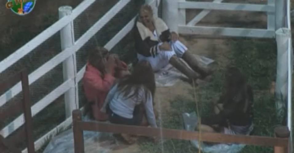 Peoas conversam na porta da roça (06/09/2011)