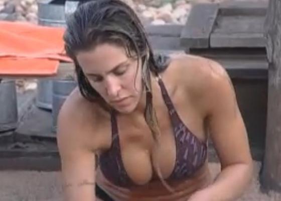 Joana toma banho e se prepara para a eliminação desta quinta (08/9/11)