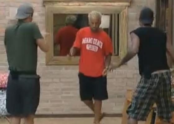 Gui, Thiago e Dinei dançam ao som de Beyoncé (09/9/11)