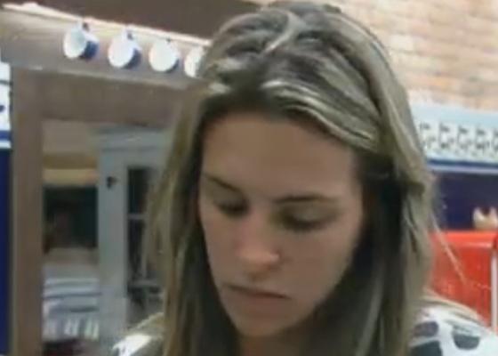 Joana Machado reclama da baguça deixada na cozinha (09/9/11)
