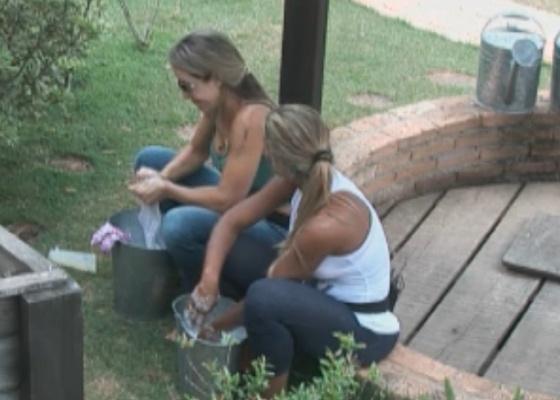 Joana e Valesca discutem sobre formação da Roça (11/9/11)