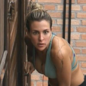 Joana Machado tenta espionar conversa dos peões (11/09/2011)