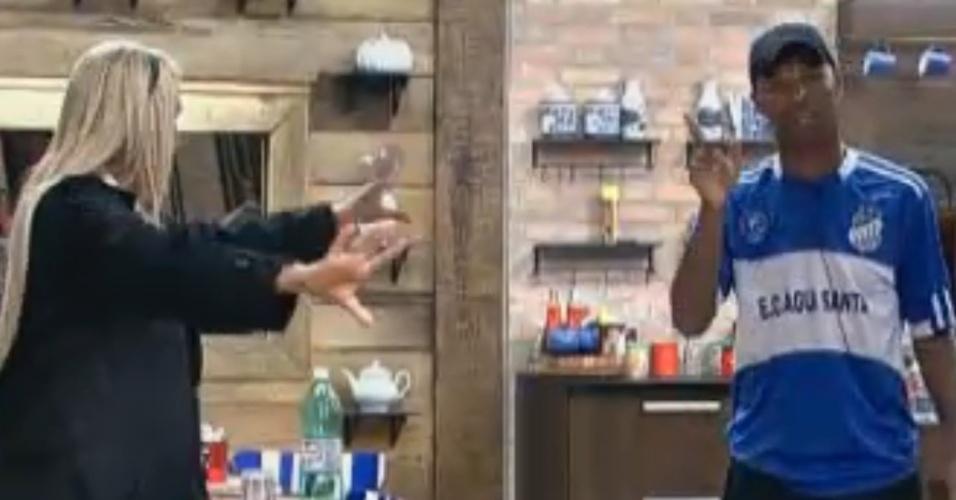 Dinei e Monique Evans lavam roupa suja (11/09/11)