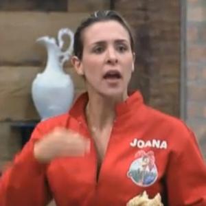 Joana discute com peões após votação deste domingo (11/09/11)