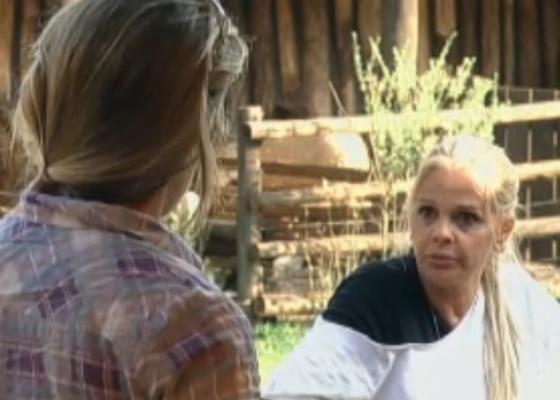 Joana escuta reclamações de Monique (14/9/11)
