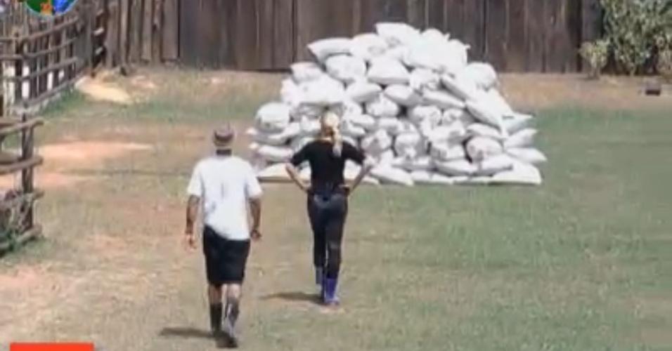 Gui e Monique chegam para atividade dos roceiros (15/9/11)