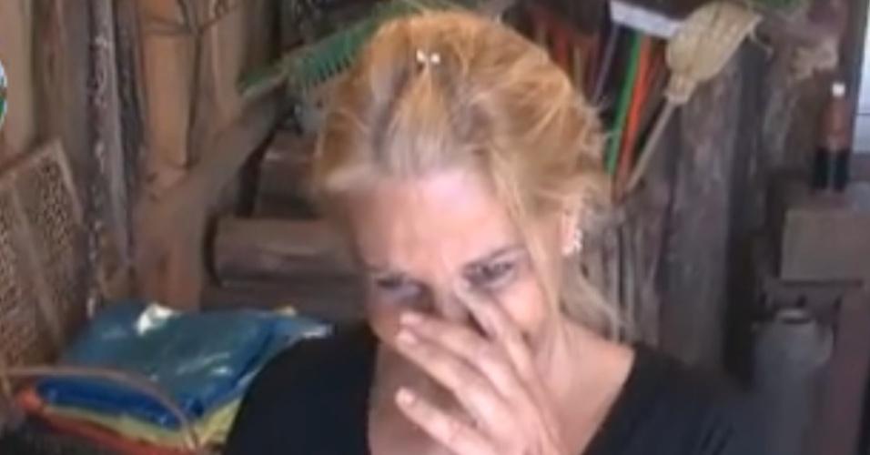 Monique chora por causa de casal de perus (15/9/11)