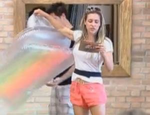 Joana Machado mostra boias que peões ganharam (17/09/2011)