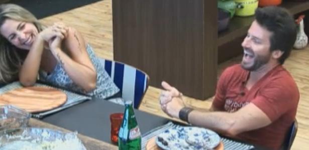 Joana e Marlon se divertem com jogo de palavras (18/9/11)
