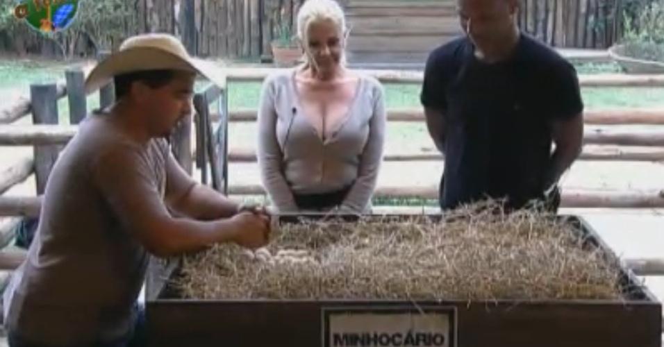 Clébis explica para roceiros tarefa com minhocário (21/09/2011)