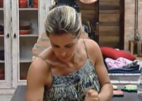Joana varre a casa da sede (21/9/11)